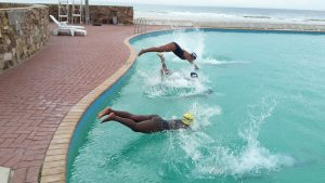 SPUR IRONKIDS diving into the water